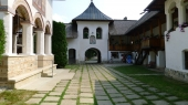 Manastirea Polovragi - 10002 Manastirea Polovragi